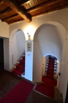 Loge staircase