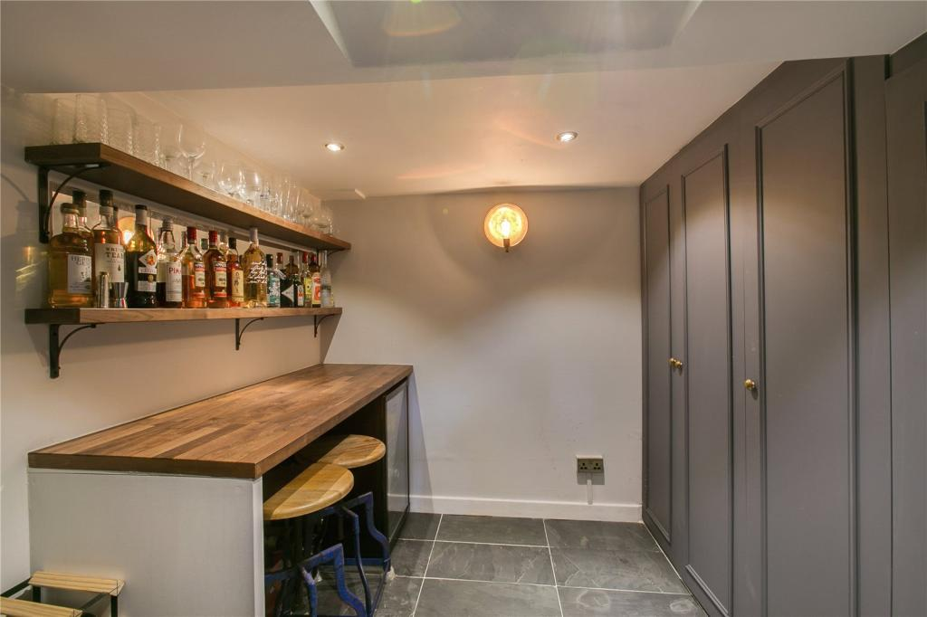 Bar/Wine Cellar