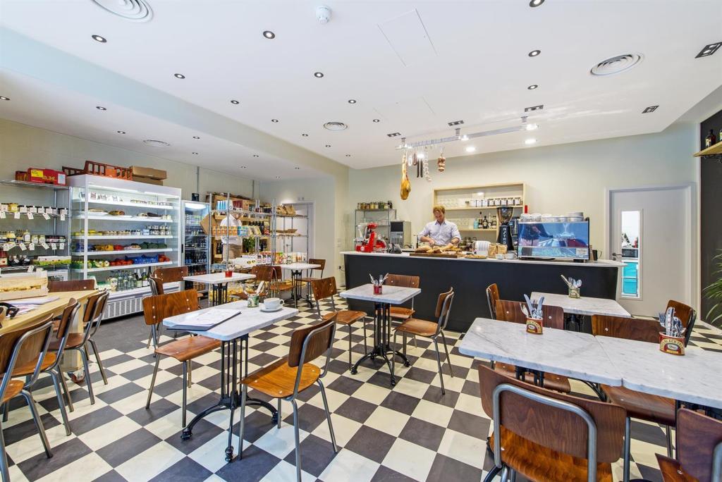 Market Porter Cafe