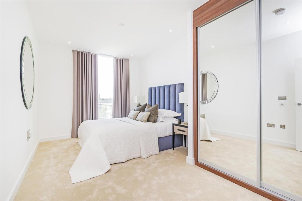 Master Bedroom (3).j