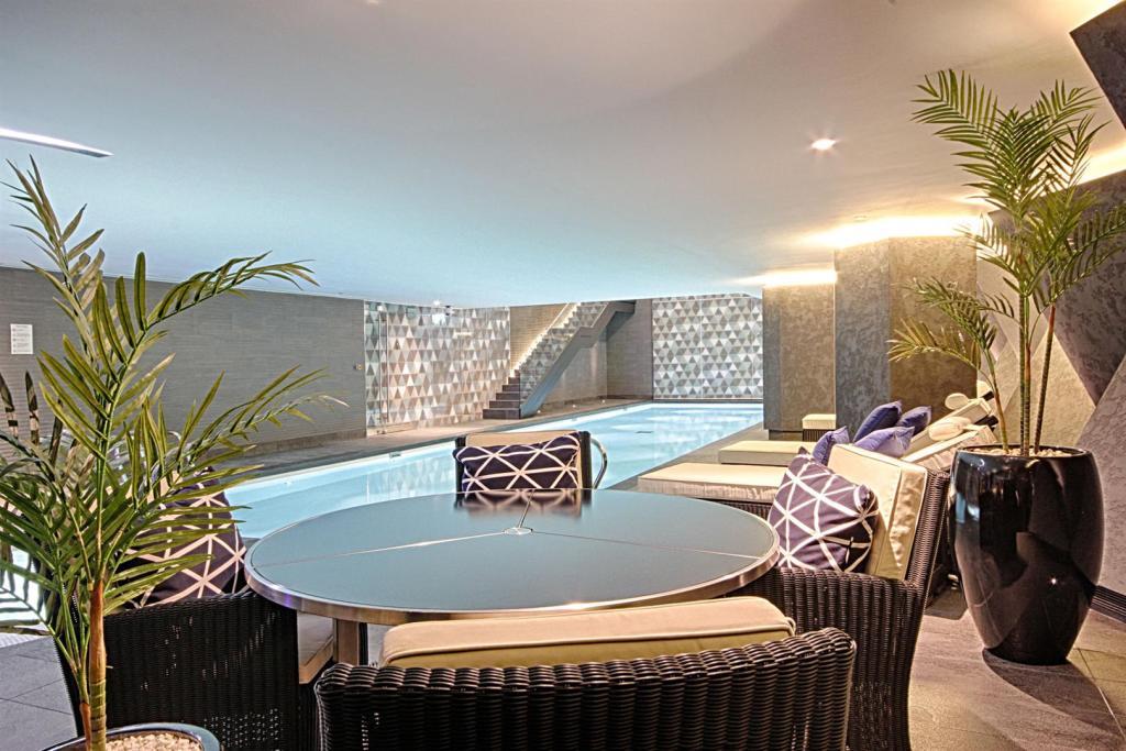 Swimming Pool & Seat