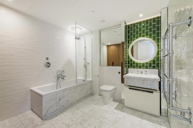 F34 Bathroom.jpg