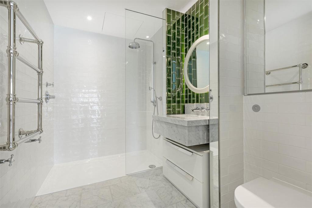 Bathroom (2).jpg