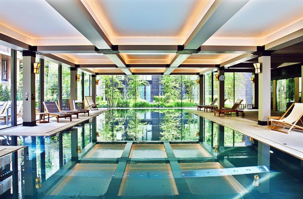 Embassy Gardens,Pool & Sport