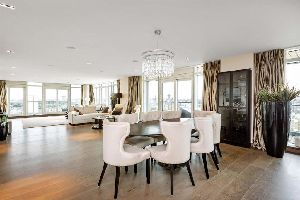 Battersea Reach,Dining room