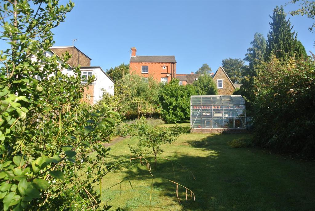 Garden and Greenhous