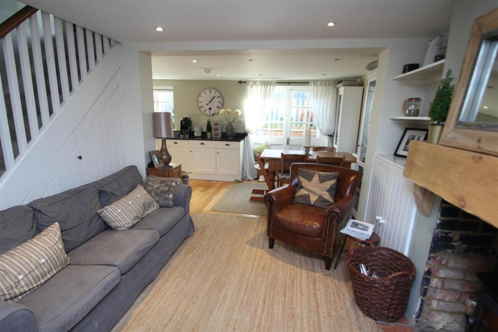 Open plan lounge,kit