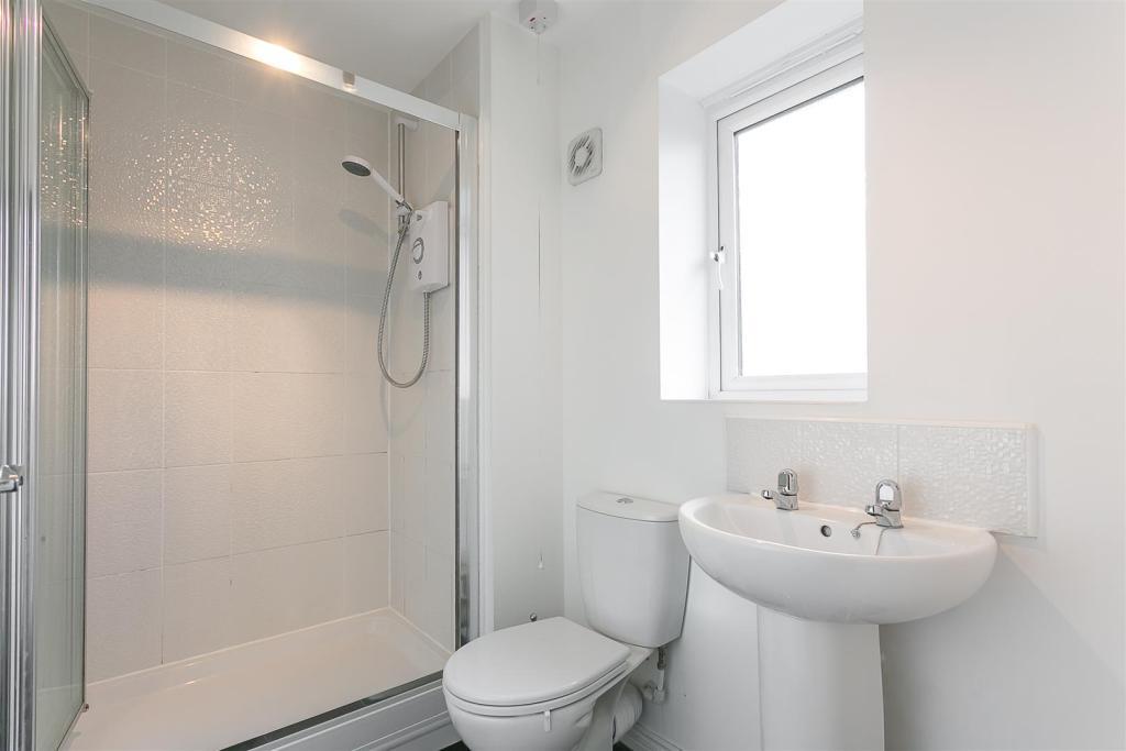 En-Suite Shower (Bed