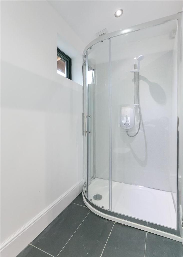Shower Room (Annexe)