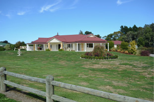 5 bedroom home in Wellington, Greytown