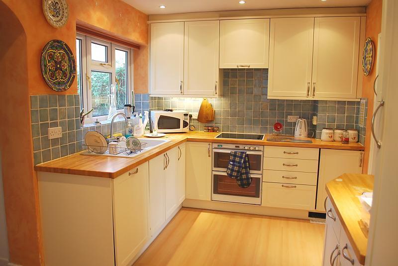 Simple kitchen design ideas photos inspiration for Kitchen ideas rightmove