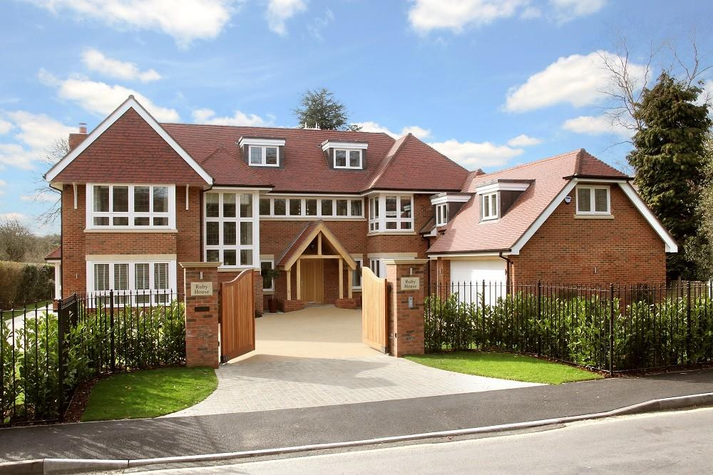 6 bedroom detached house for sale in gregories road