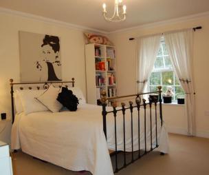 Bedknobs design ideas photos inspiration rightmove for Audrey hepburn bedroom designs