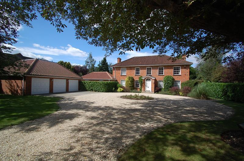 6 bedroom detached house for sale in Camp Road, Gerrards