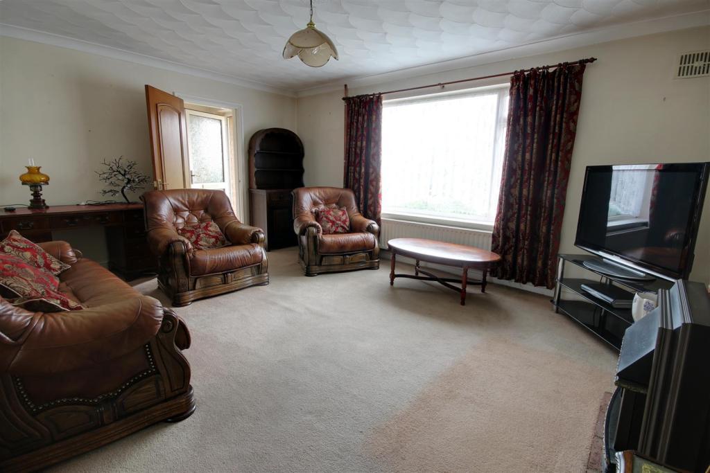 1 lounge 3.jpg
