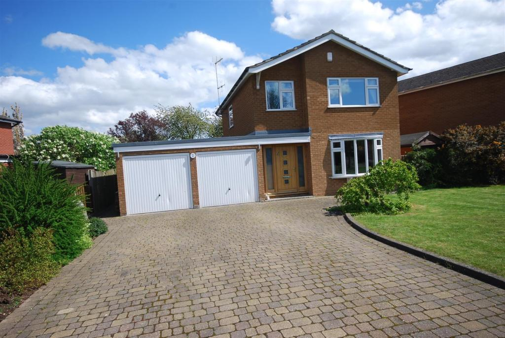 3 Bedroom Detached House For Sale In Penny Hill Close