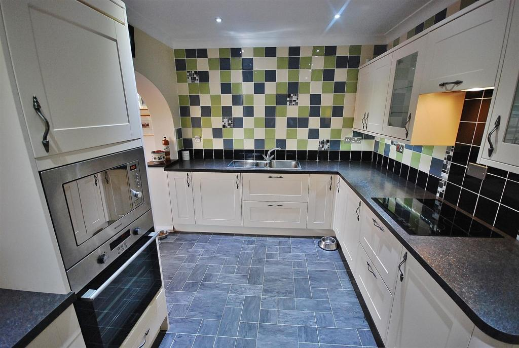 RE-FITTED KITCHEN/FA