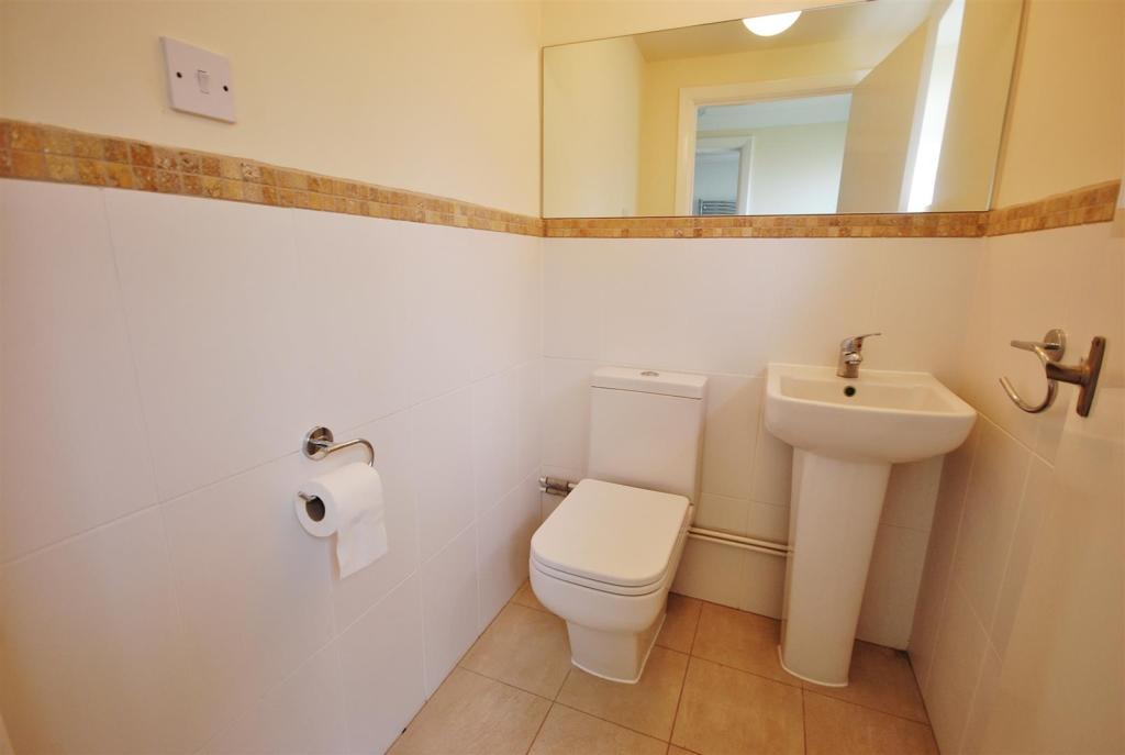 RE-FITTED CLOAKROOM: