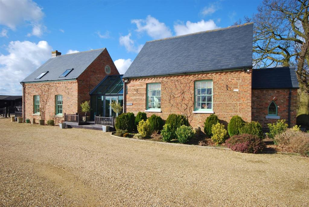 3 Bedroom Barn Conversion For Sale In Mill Bank Holbeach