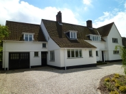 6 bed Detached property to rent in Loughton