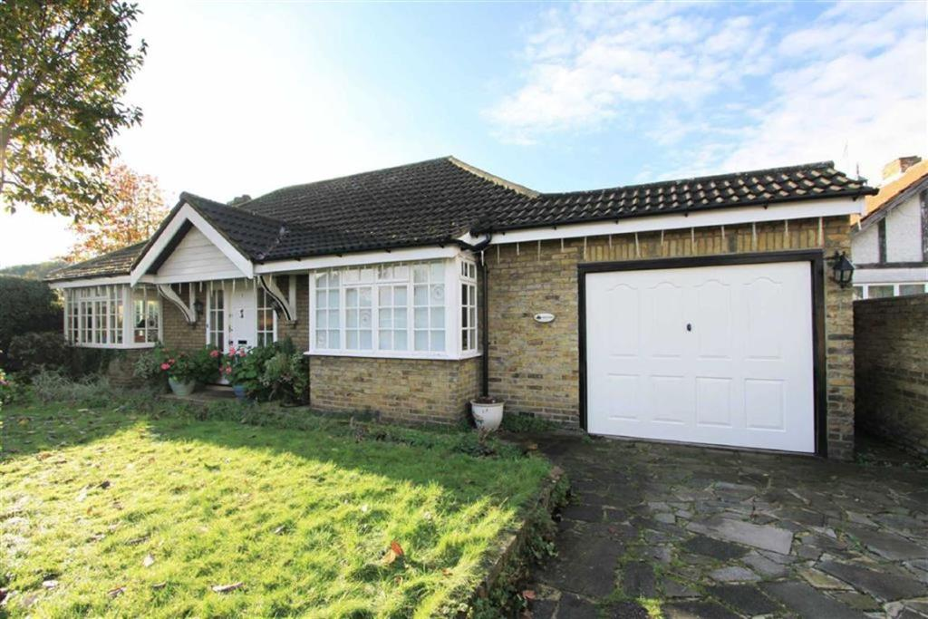 3 Bedroom Detached Bungalow For Sale In Bagley Close West Drayton Middlesex Ub7 Ub7