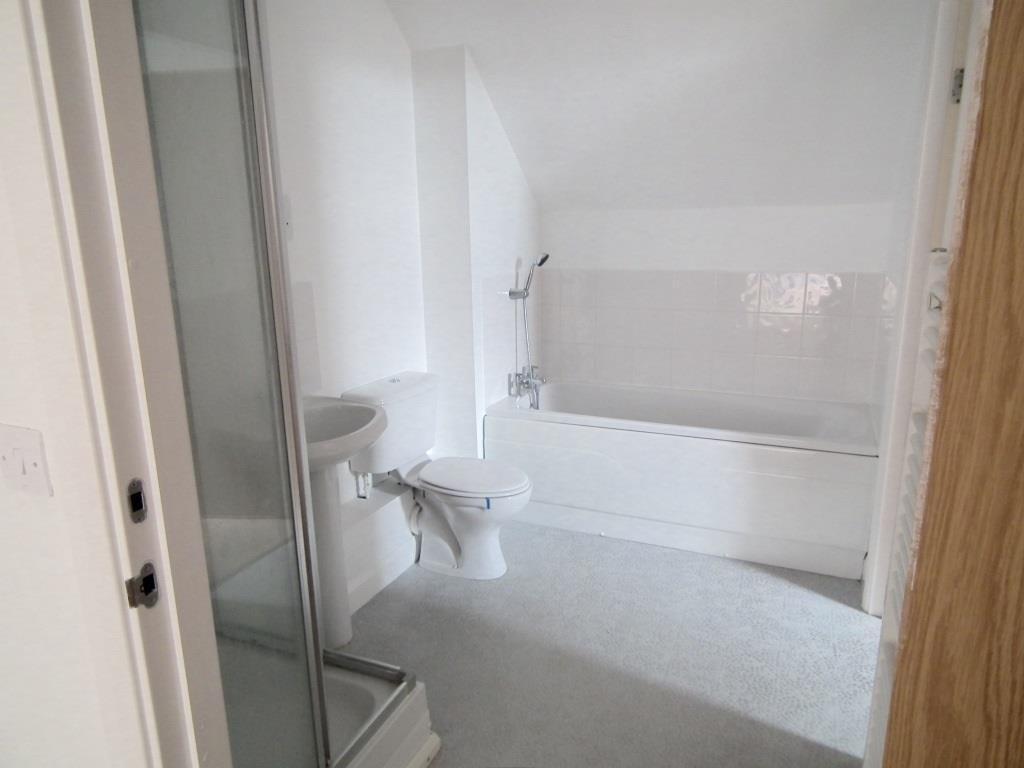 11.Second bathroom e