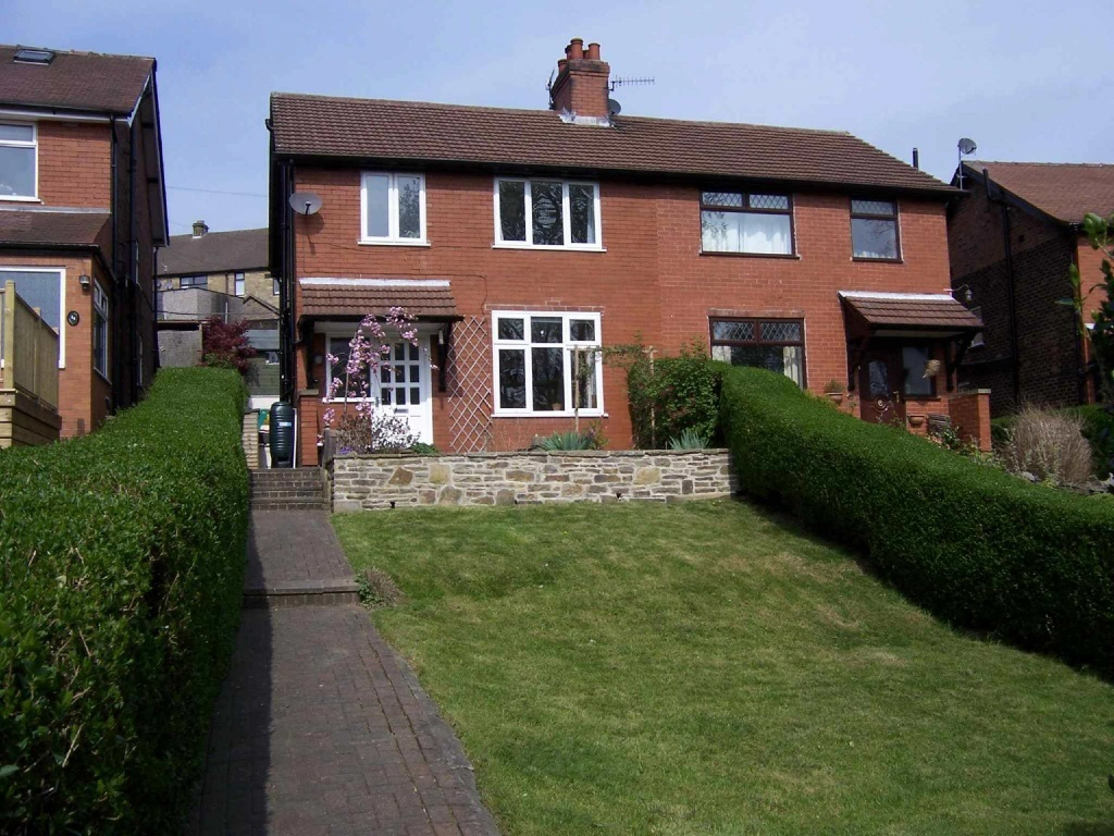 Semi detached house for sale in south view new mills high peak sk22