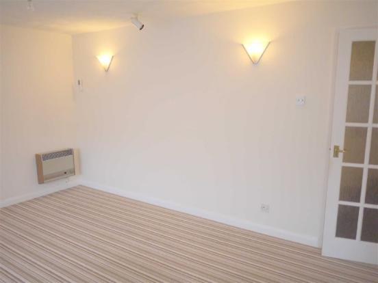 Lounge/Dining Room: