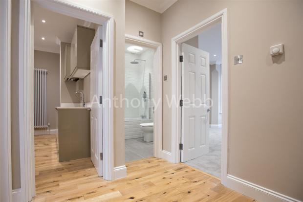 Hallway_10.jpg