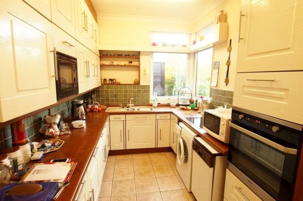 Gallery kitchen /...