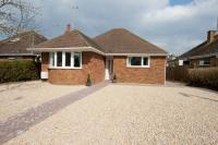 2 bedroom Detached Bungalow in Whitehill Lane...