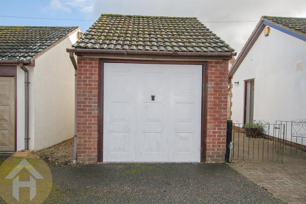 Detached Garage