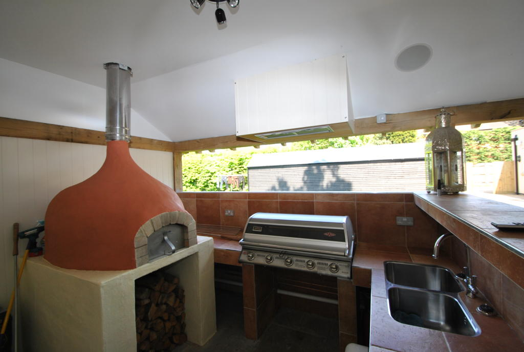 PIZZA OVEN & BBQ