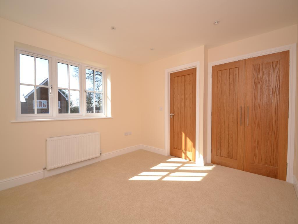 3 Bedroom Detached House For Sale In Toutley Road Wokingham Rg41 Rg41