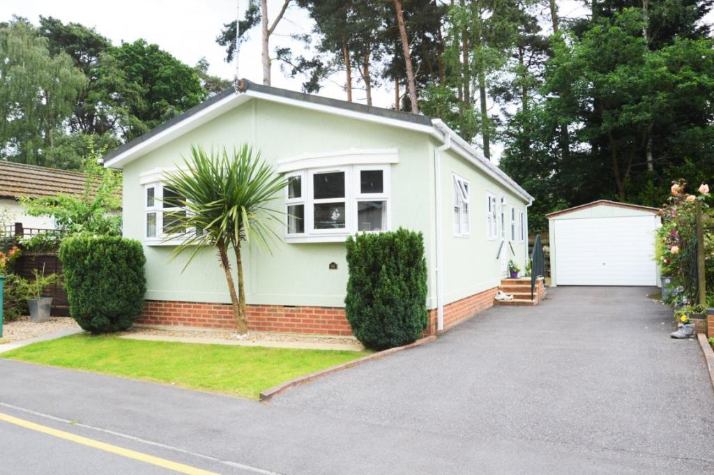 2 Bedroom Mobile Home For Sale In California Country Park Nine Mile Ride Finchampstead