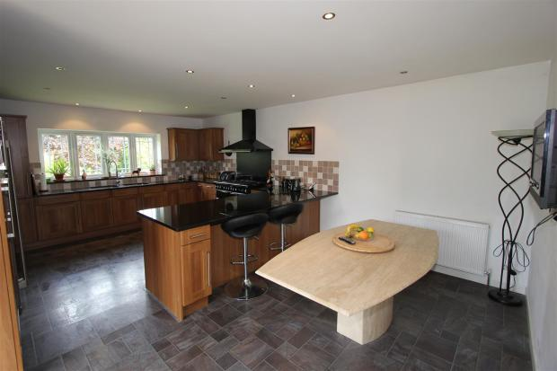 Fitted kitchen/famil