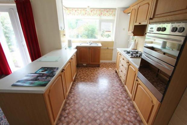 FITTED KITCHEN AREA