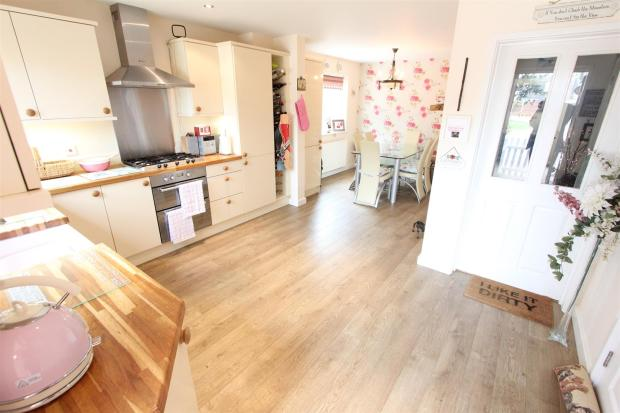 Fitted open plan liv