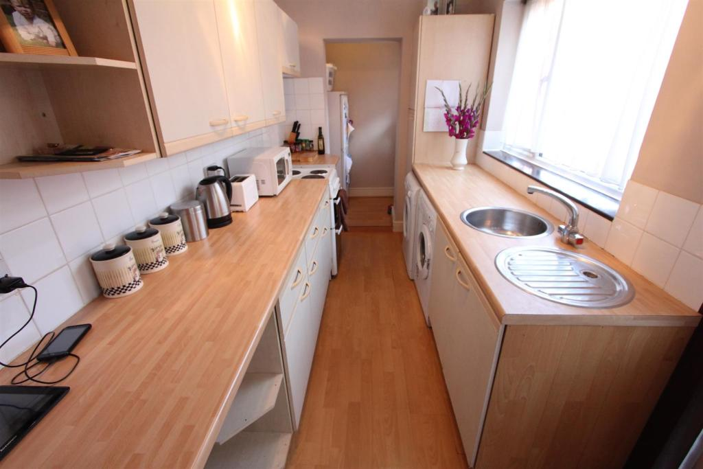 Fitted kitchen to re