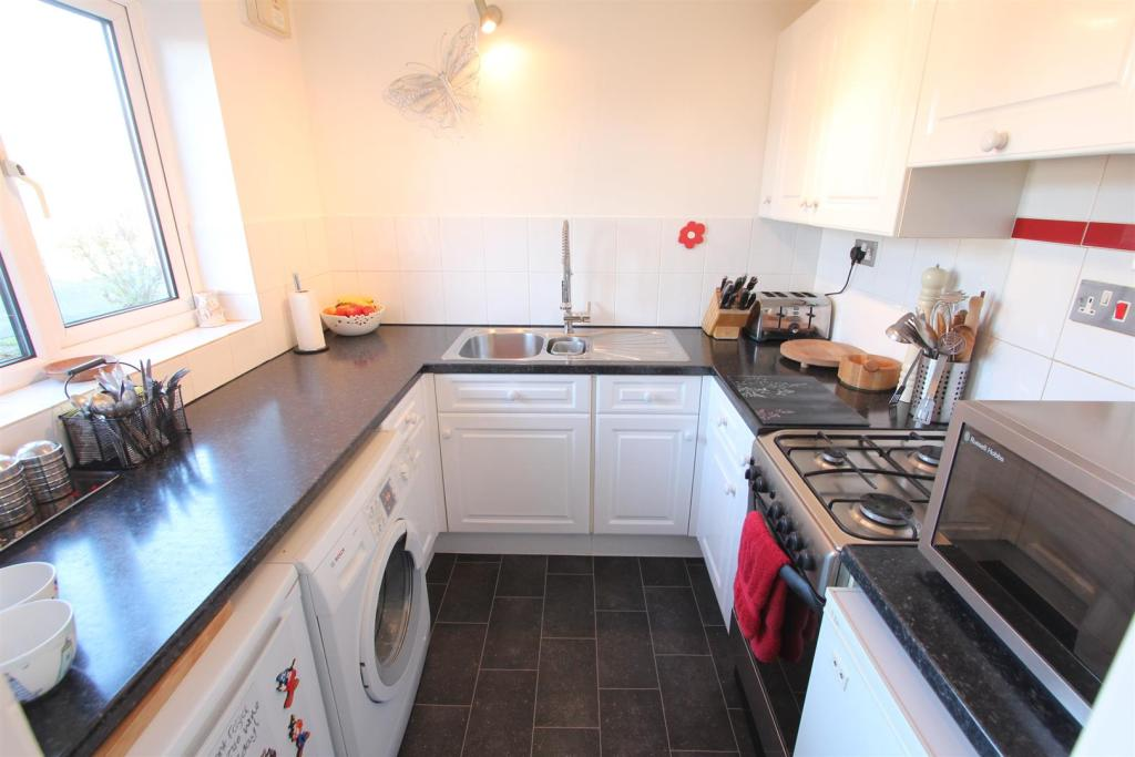 Kitchen to front