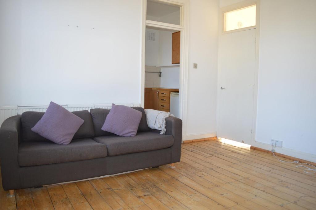Living room (Aspect 2)