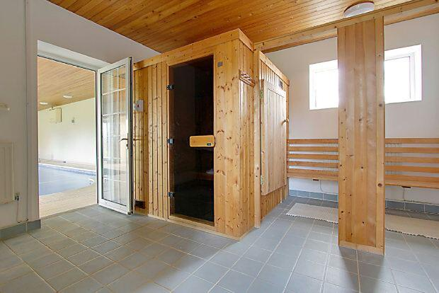 Sauna/Changing Rooms
