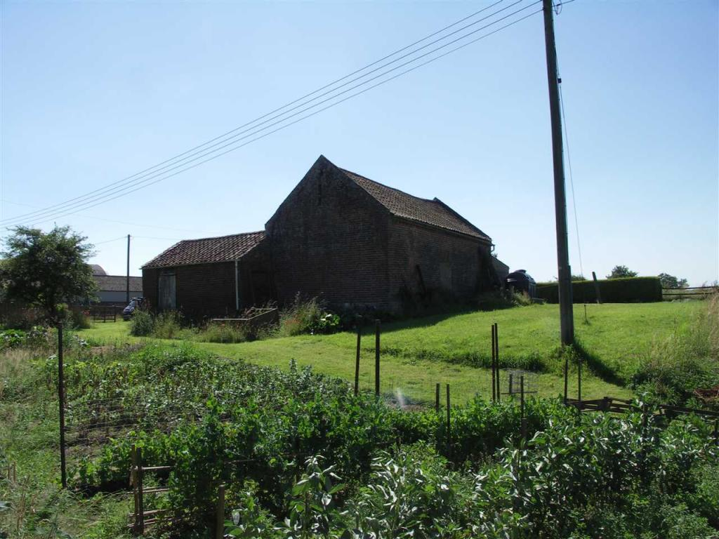 ATTACHED BARN