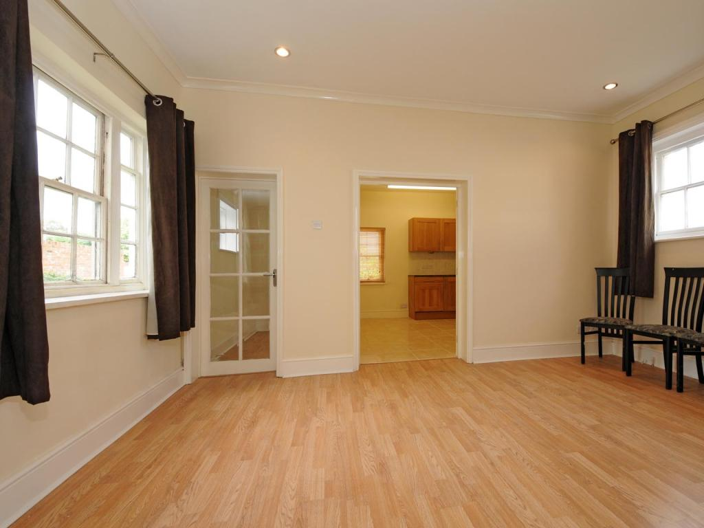 Reception room (a)