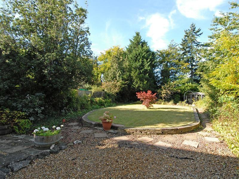 photo of gravel garden and patio raised border