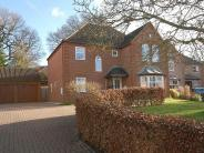 4 bedroom Detached house in Weardale Close, Reading...