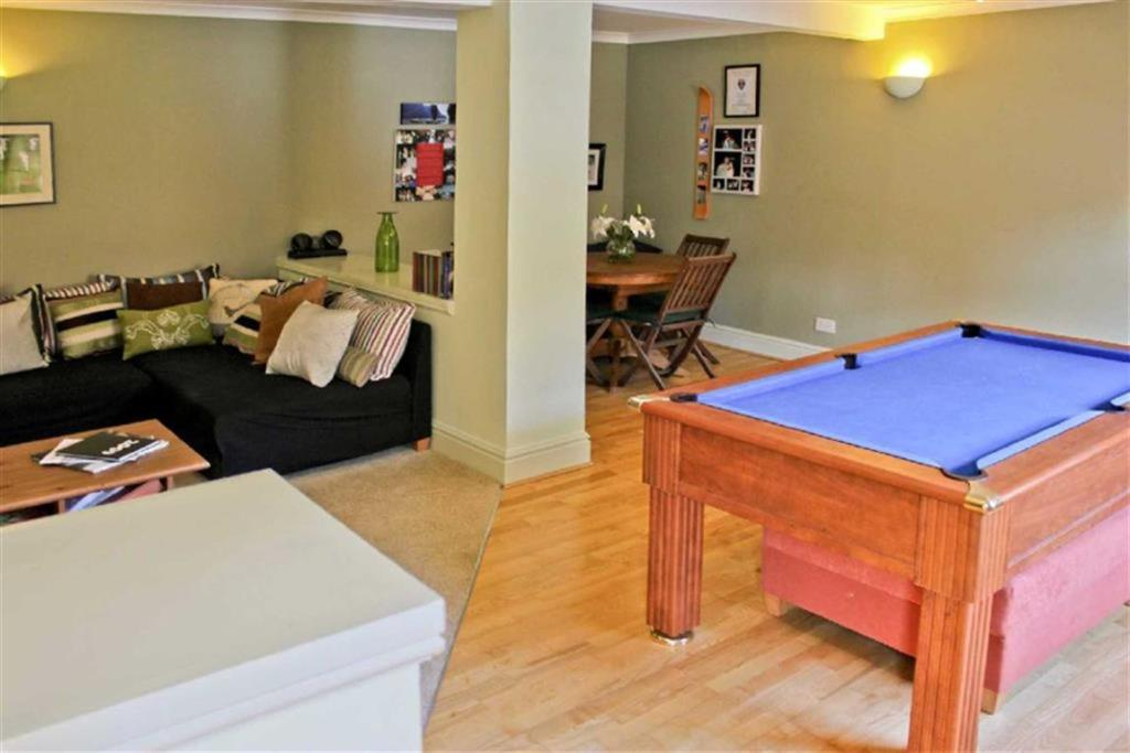 Sitting / Games Room