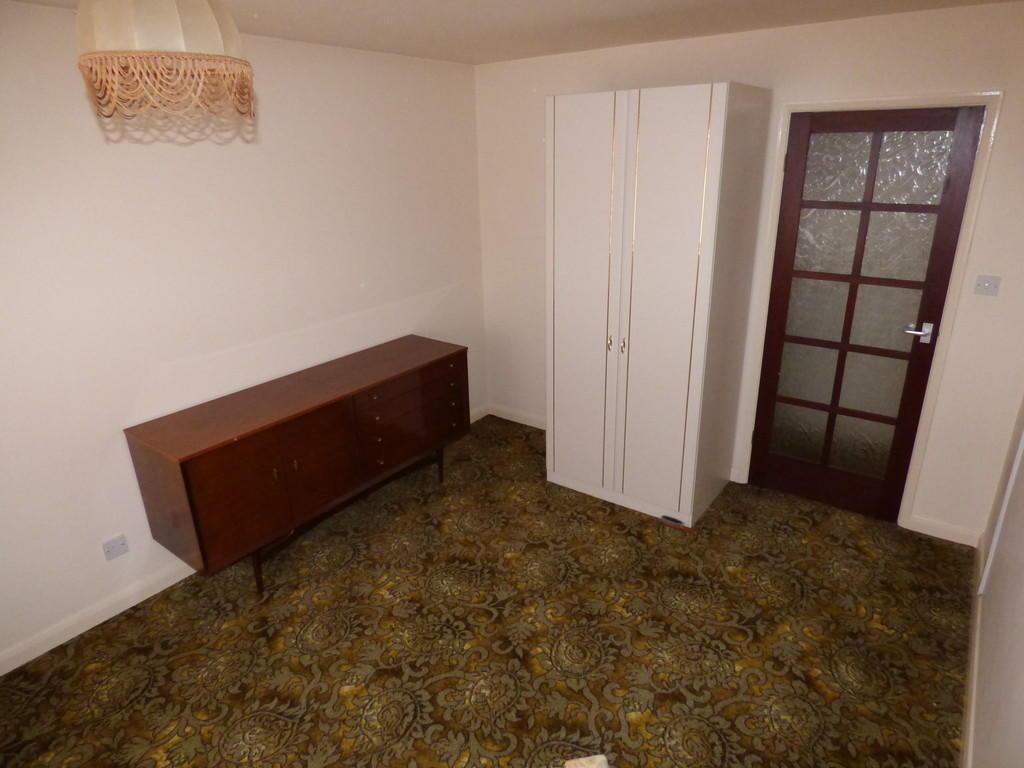 Double Bedroom / ...