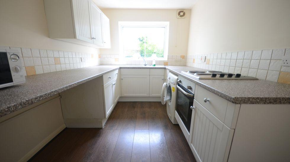 2 Bedroom Apartment To Rent In Rectory Close Rg12