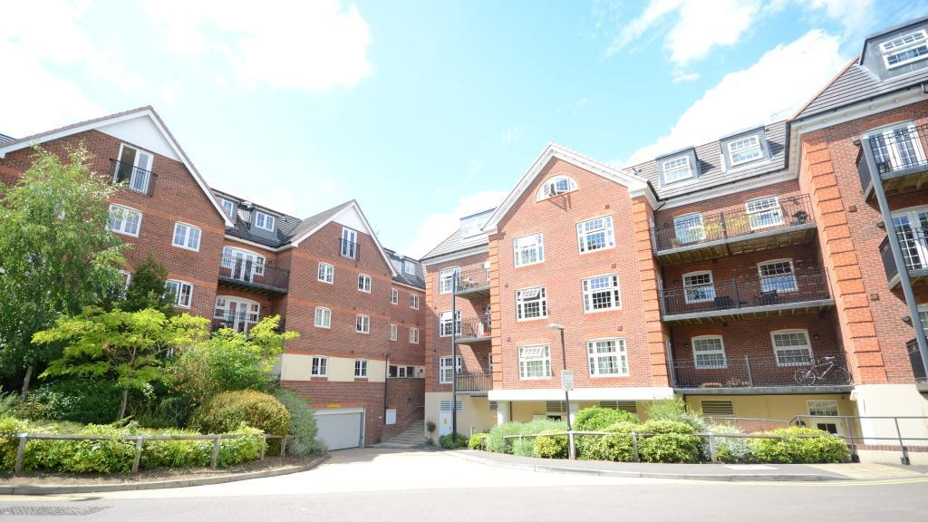 2 Bedroom Apartment To Rent In Dorchester Court Gu15